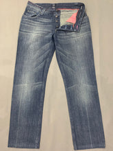 "Load image into Gallery viewer, BYBLOS BLU Ladies Tapered Leg Blue Denim JEANS - Size Waist 33"" - Leg 31"""