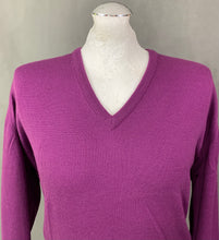 Load image into Gallery viewer, JOHN SMEDLEY Mens Purple 100% MERINO WOOL V-Neck JUMPER Size LARGE L