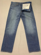 "Load image into Gallery viewer, LEVI STRAUSS &Co Blue Denim LEVI'S 562 JEANS Size Waist 36"" Leg 31"" LEVIS"