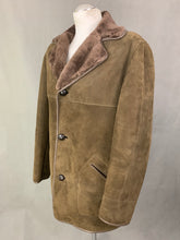 "Load image into Gallery viewer, Vintage BAILY'S of GLASTONBURY SHEEPSKIN COAT Size 42"" Chest XL Extra Large"