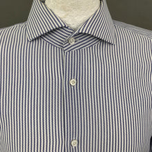 "Load image into Gallery viewer, HUGO BOSS TAILORED Mens COTONIFICIO ALBINI Slim Fit SHIRT Size 45"" Chest - 17.75"" Collar"