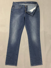 "Load image into Gallery viewer, LEVI STRAUSS & Co Ladies Blue Denim LEVI'S SLIGHT CURVE Slim JEANS Waist 31"" LEVIS"