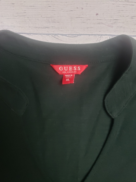 Guess T-Shirt Size Extra Large - Plato's Closet