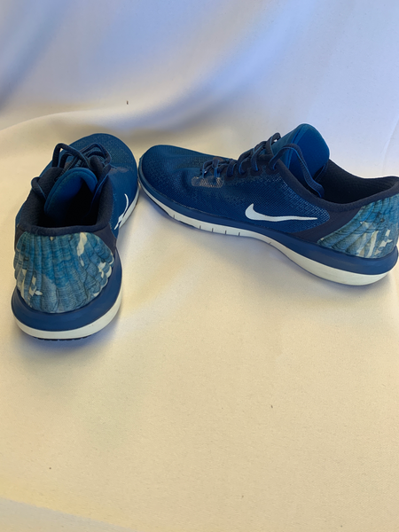 Nike Athletic Shoes Womens 7 - Plato's Closet