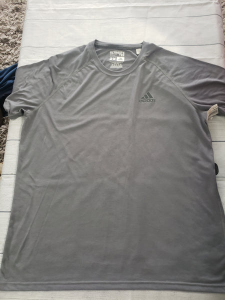 Adidas Short Sleeve Top Size XXL - Plato's Closet