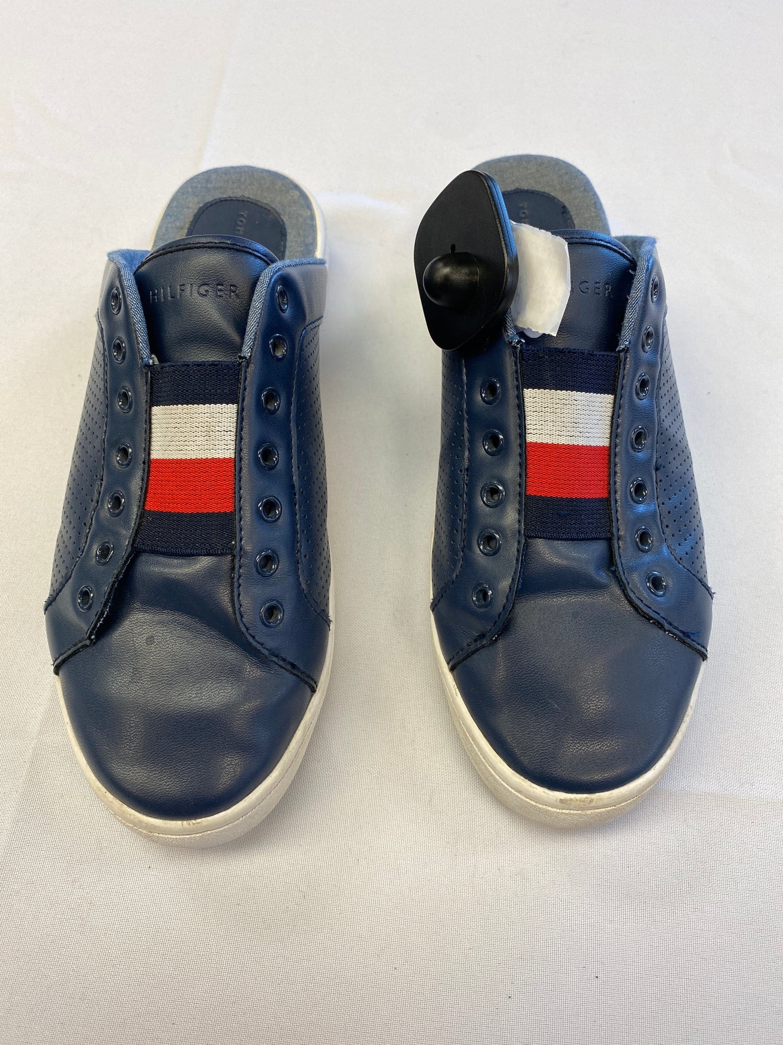 Tommy Hilfiger Casual Shoes Womens 7 - Plato's Closet