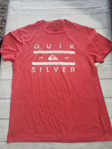 Quicksilver T-shirt Size Large - Plato's Closet