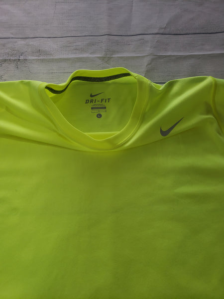 Nike Dri Fit Athletic Top Size Large - Plato's Closet