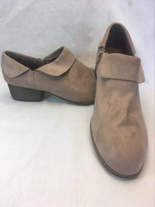 Shoes - Size 10W