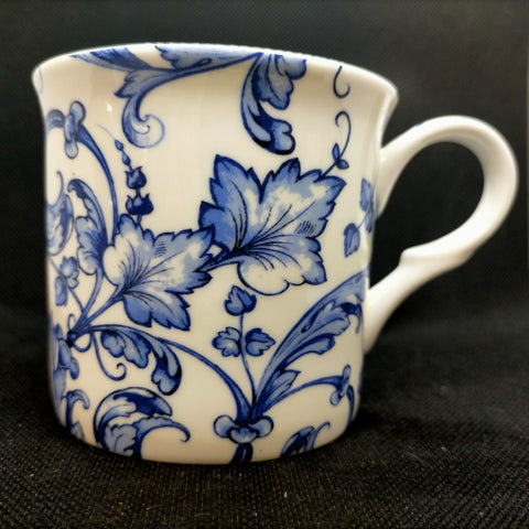'Quito' Blue and white drinking mug
