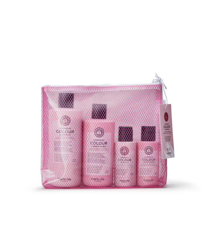 Maria Nila 100% recycled mesh and contains four products, shampoo and conditioner, of which two come in regular size and two in travel size.