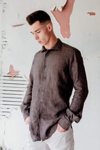 Load image into Gallery viewer, man is wearing 100% linen made in Italy brown shirt made by shirt maker Alex Ingh