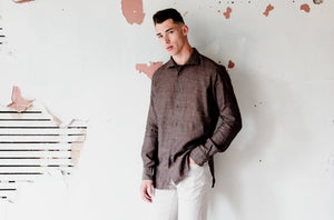 man is wearing 100% linen made in Italy brown shirt made by shirt maker Alex Ingh
