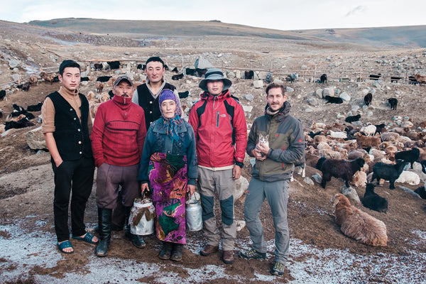 Picture of a nomadic family in Mongolia with photographer Kurt Vandeweerdt