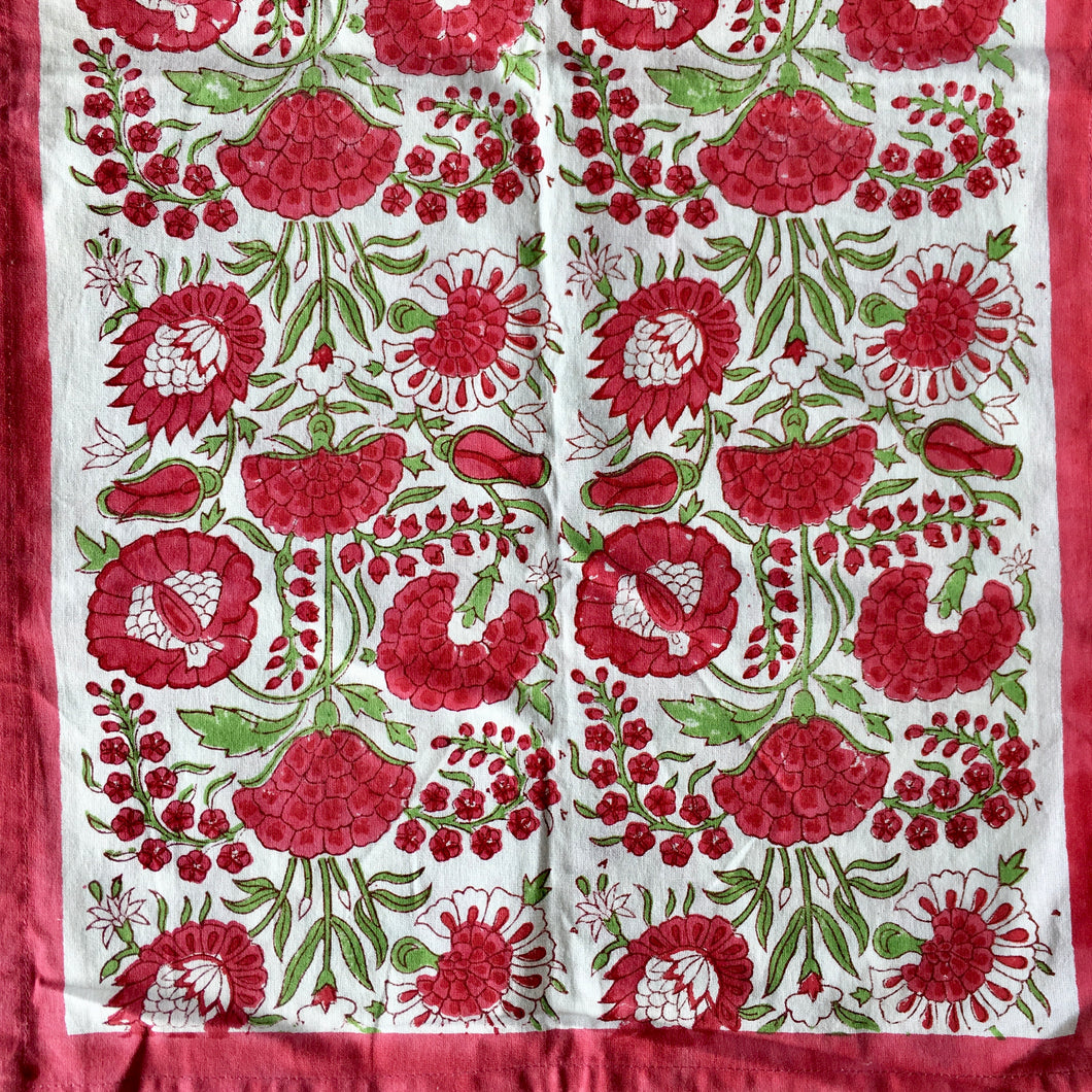 Table runner (red)