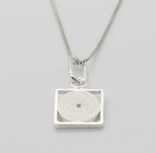 Load image into Gallery viewer, Gaviota Small silver pendants