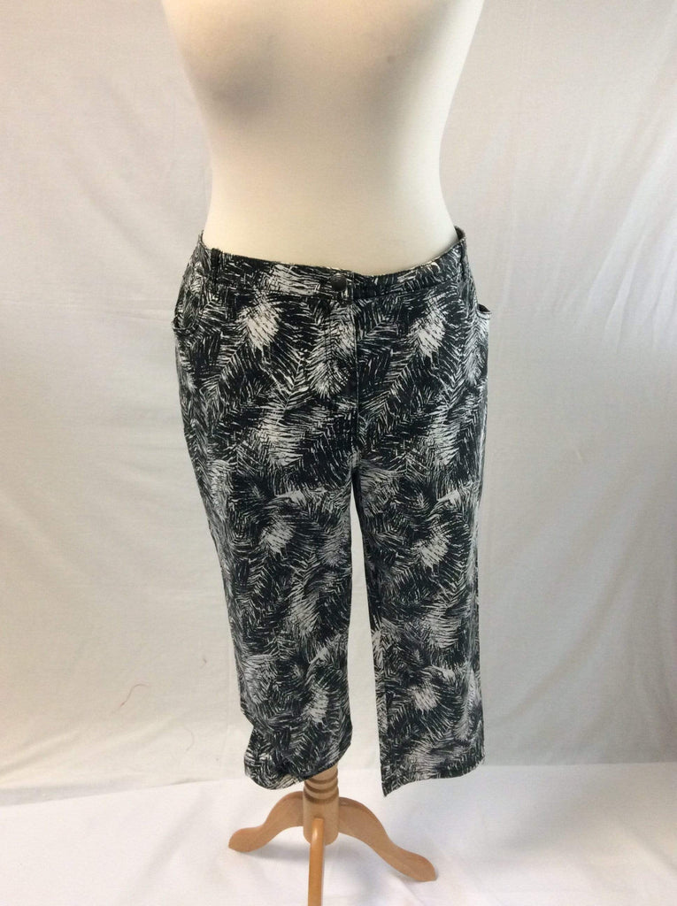 Ladies' Plus Size 3/4 length jean trousers with fern print UK Size 22