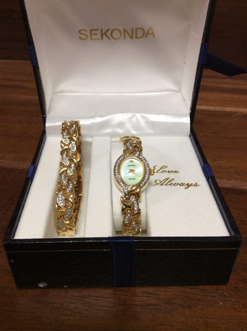 Sekonda wristwatch and bracelet set *requires battery