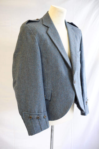 Traditional one-button fastening tweed kilt jacket