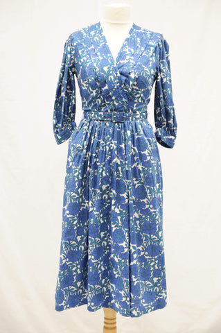 Vintage 1950s long sleeve swing dress with pockets