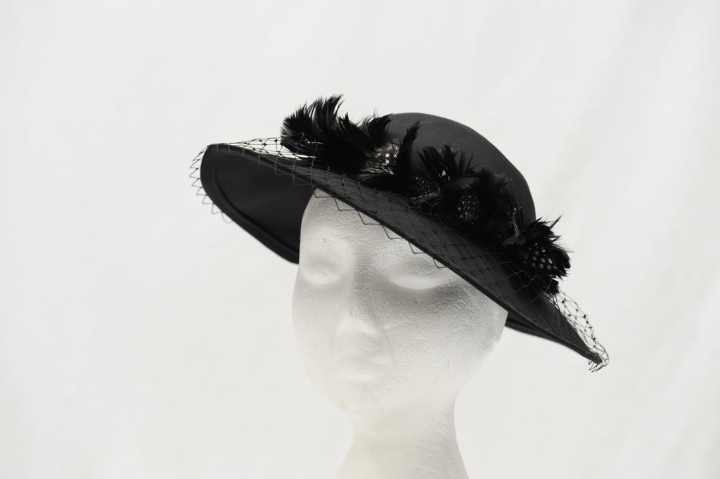Vintage 1980's saucer hat with veil and feathers