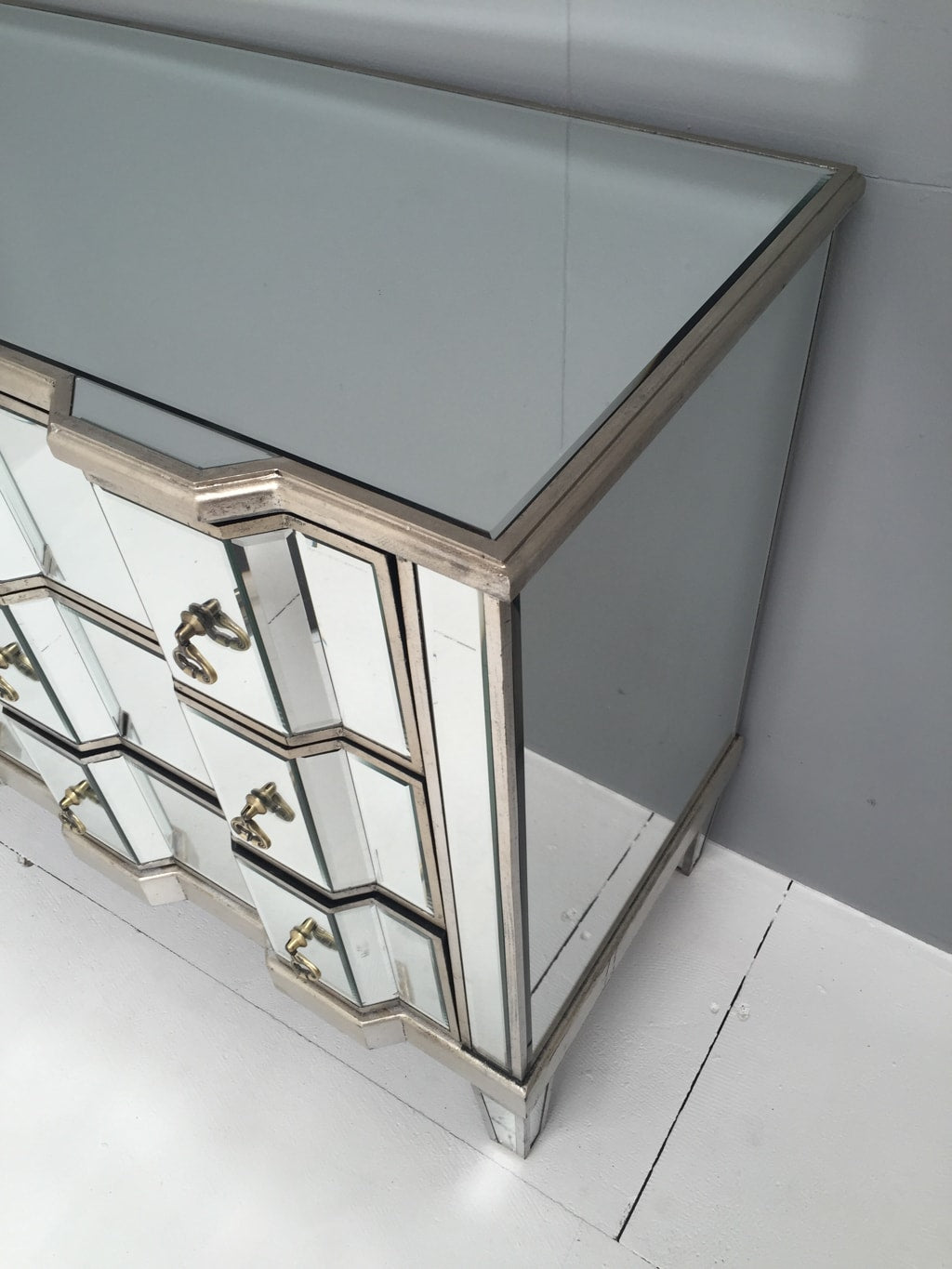 Mirrored chest of drawers, 3 drawers, brass drop handles.