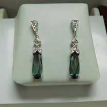 Load image into Gallery viewer, Sterling Silver Green Drop Earrings