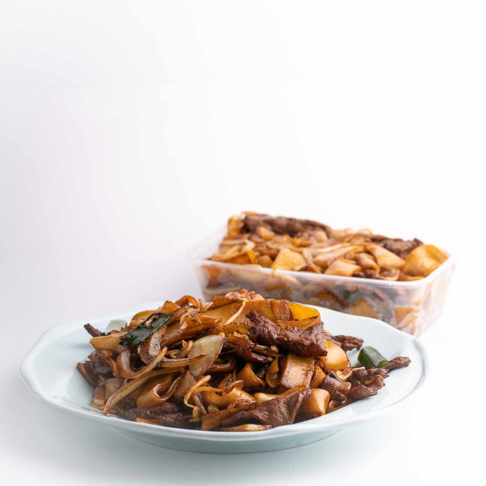 Stir-fried rice noodle with beef
