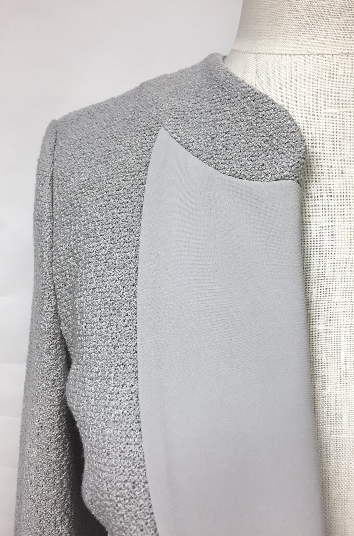 ST. JOHN New with Tags Pearl-Gray Santana-Knit Dress Jacket  Size: 6