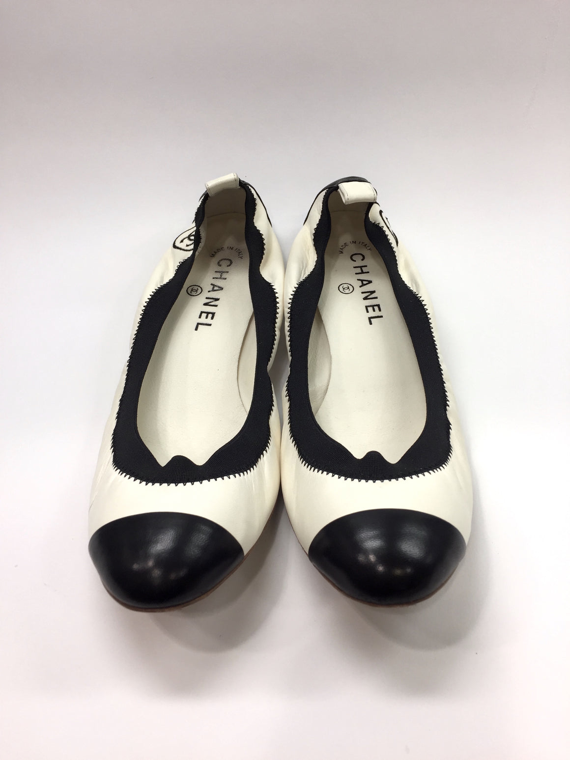 CHANEL Ivory & Black Leather Elastic Edge Ballet Flats Sz40