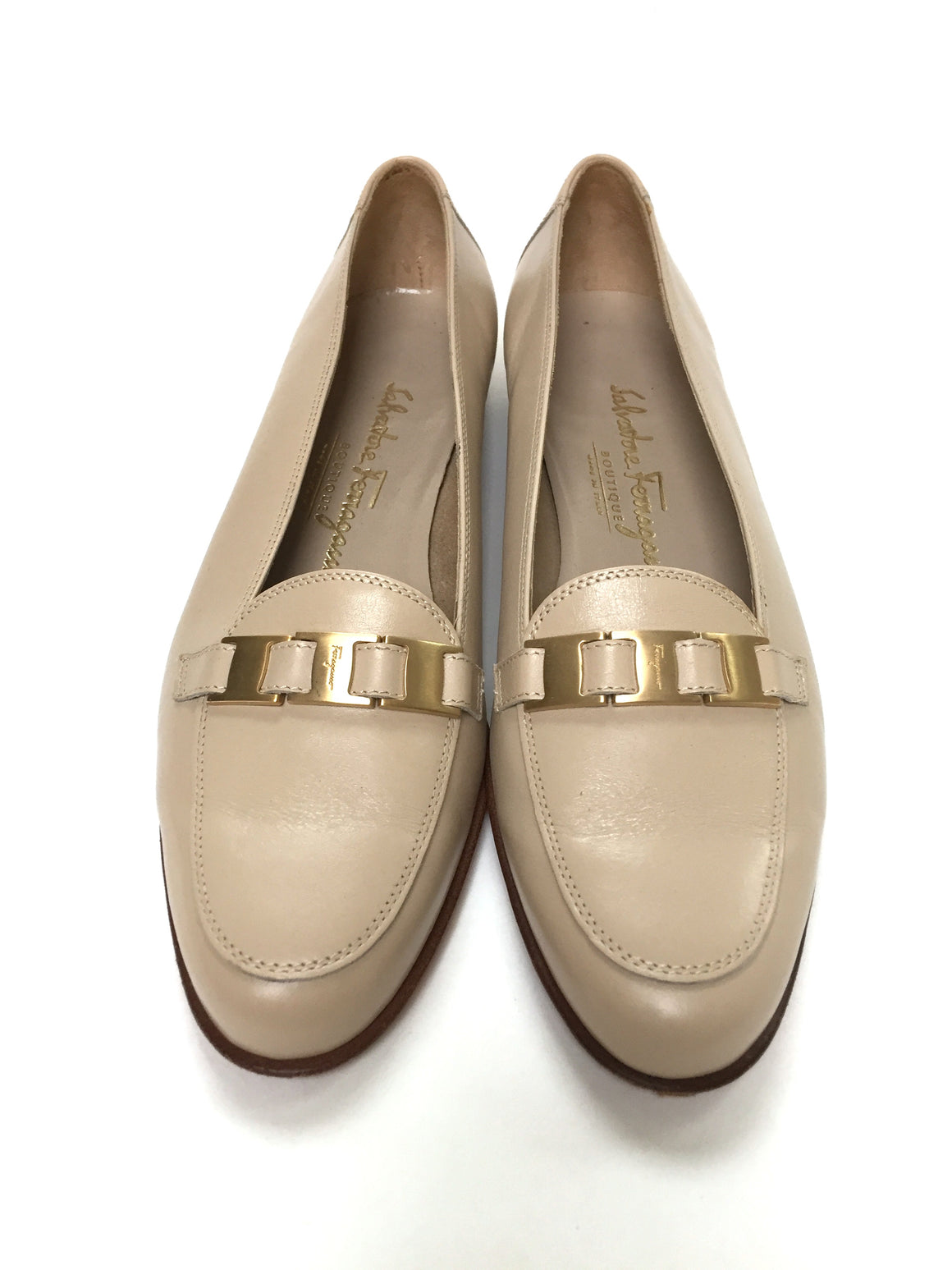FERRAGAMO Beige Leather Gold Link Accent Flat Loafers Shoes Sz7B