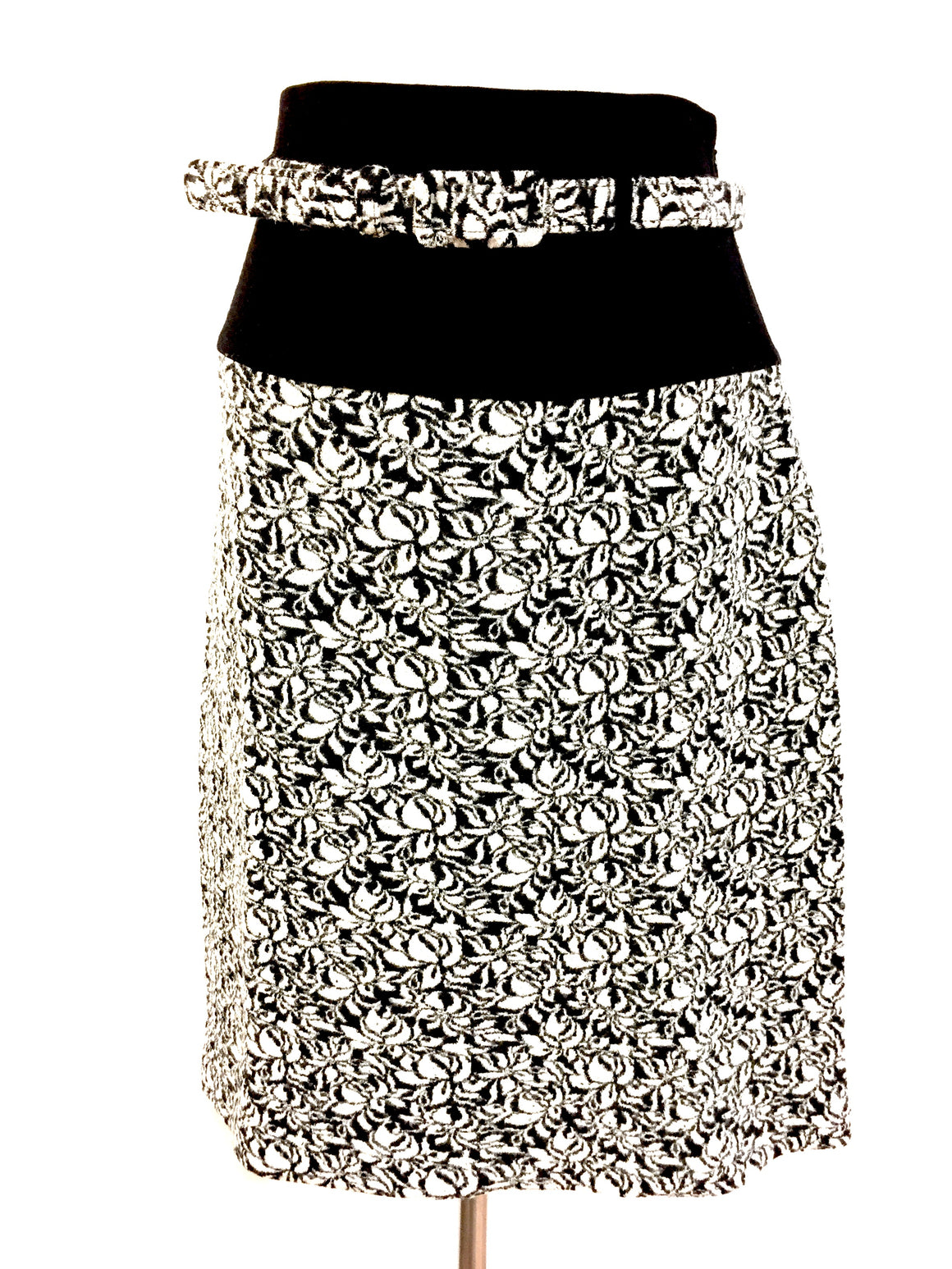 bisbiz.com AGNES B Black & White Floral-Patterned Wool-Blend Hi Waist Knit Skirt/Belt Size: EU3 / US L - Bis Luxury Resale