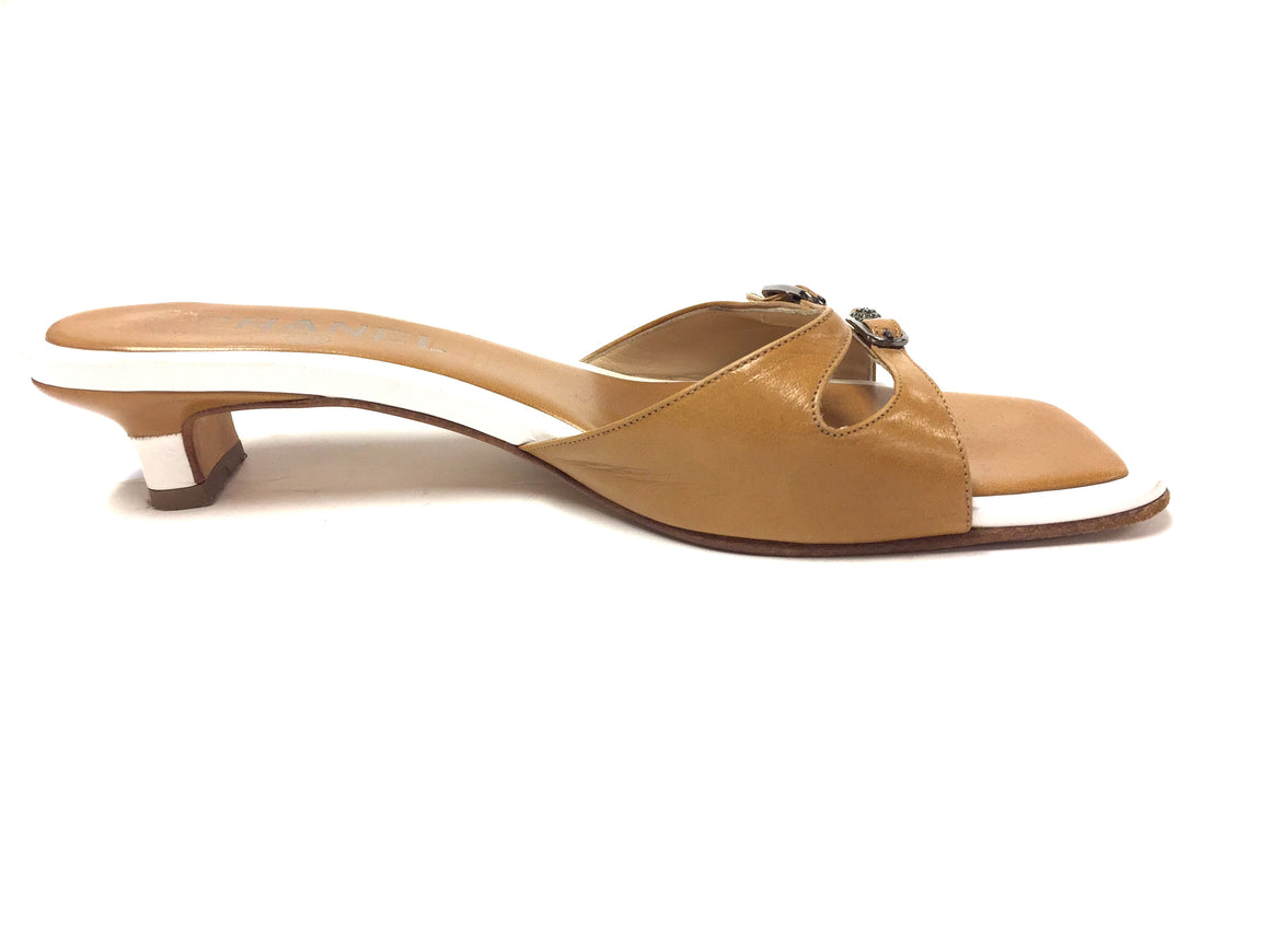 CHANEL White/Mustard-gold Leather Kitten Heel Mules Sandals Size: EU 36.5/ US 6.5B