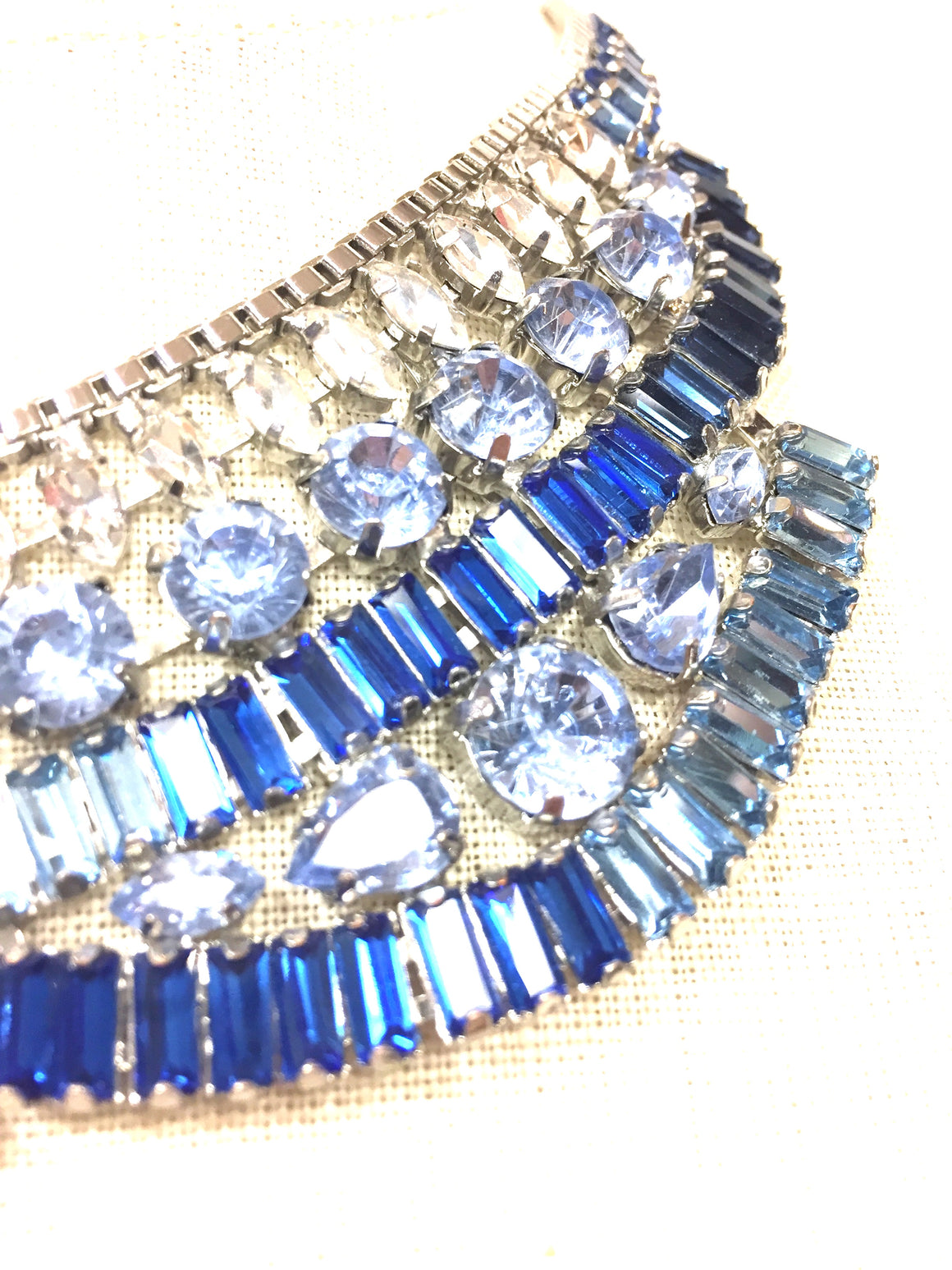 BANANA REPUBLIC   Silvertone Metal Turquoise/Clear/Blue Faceted Crystal Statement Necklace Choker