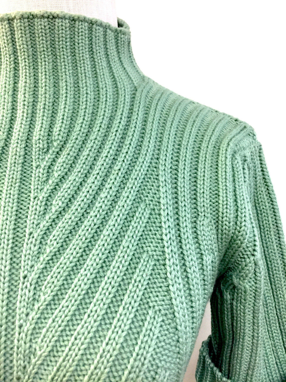bisbiz.com AVONCELLI Mint-Green Ribbed-Knit Wool Short-Sleeve Mock-Turtleneck Sweater Top Size: M - Bis Luxury Resale