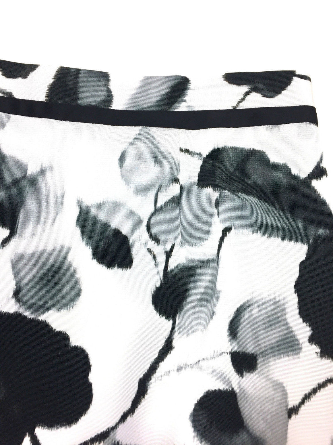 bisbiz.com MILLY White/Black Leaves-Print Cotton-Blend Pencil Skirt Size: 4 - Bis Luxury Resale