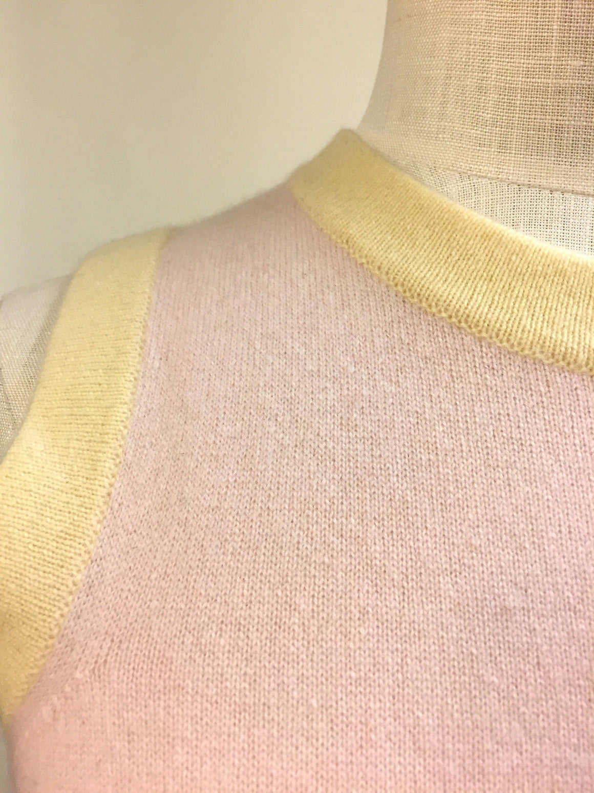 bisbiz.com BELINDA ROBERTSON Rose-Quartz Cashmere Sleeveless Top with Yellow Trim Size: Medium - Bis Luxury Resale
