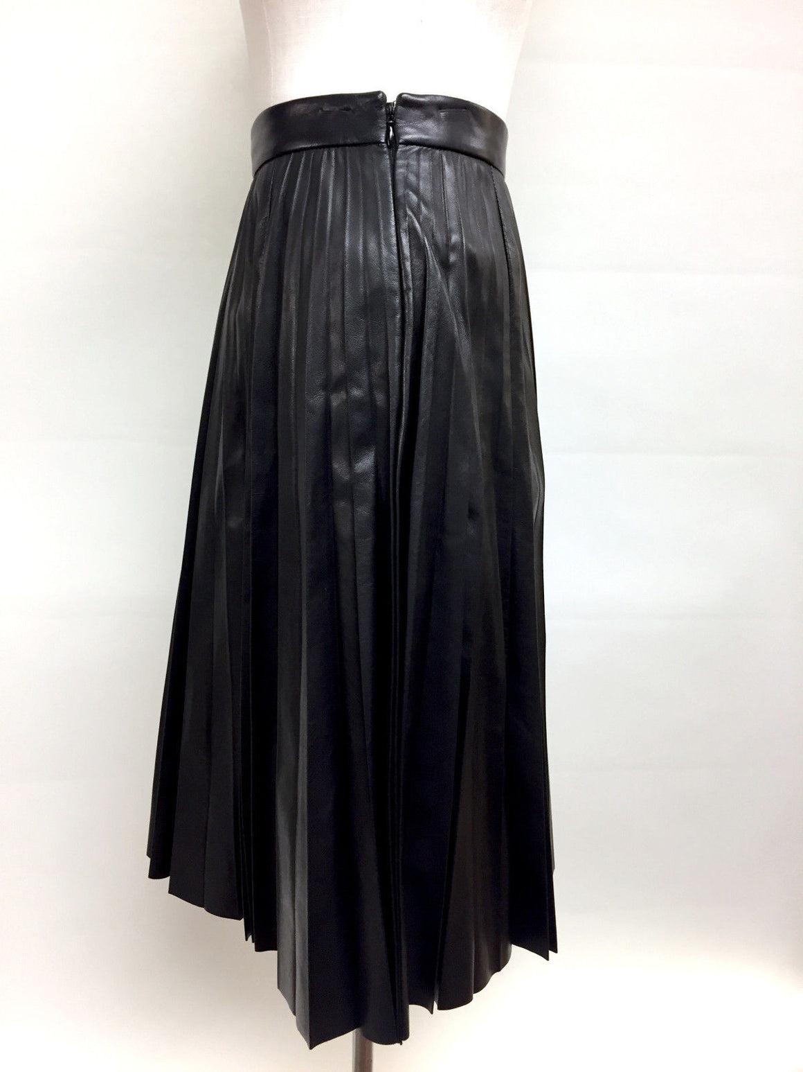 bisbiz.com PRADA Black Lambskin Leather Pleated Knee-Length Skirt  Size: IT38 / US4 - Bis Luxury Resale