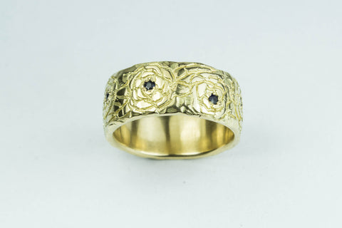 18ct yellow gold and ruby ring, carved with roses.