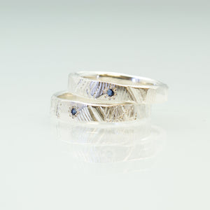 Narrow bark Ring with Ceylon Sapphire