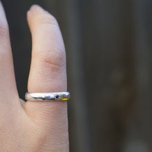 Narrow carved Ring, gem set