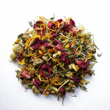 Load image into Gallery viewer, Craft Tea - Summer Wine - relaxing Chamomile, lemon balm and passion flower