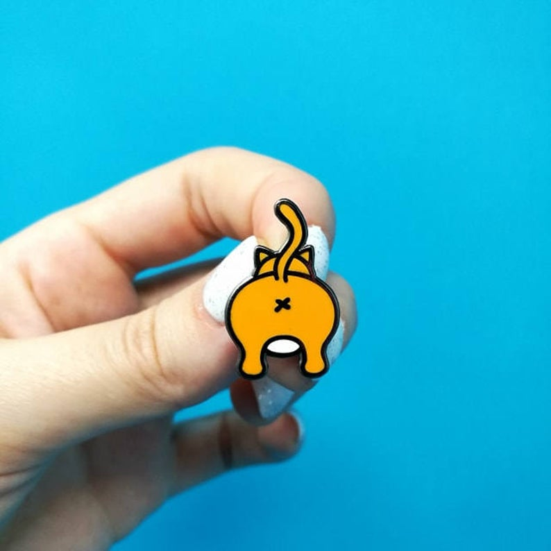 Never Look Back Enamel pin - cat butts - Innabox