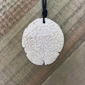 Speckle pendant necklace