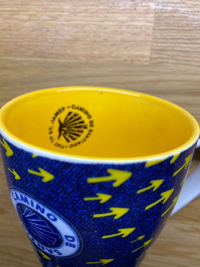 Yellow Arrow on blue Camino Cup