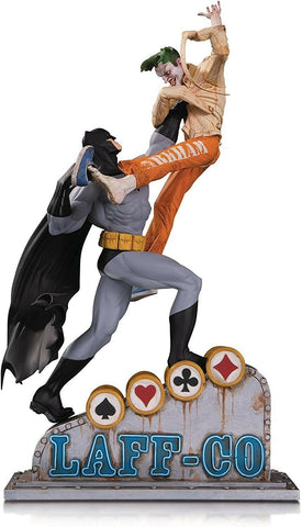 DC COLLECTIBLE DC Comic's Statues - Batman Vs Joker Laff Co Battle Premium