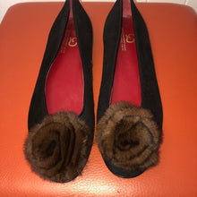 Load image into Gallery viewer, Grigiarancio Black Suede Flats with Fur Flower - 8M