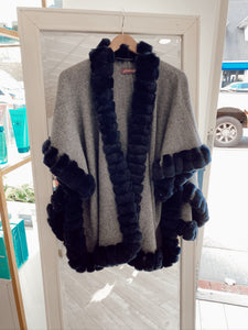 Knit Poncho Snap Sleeve with Rex Border
