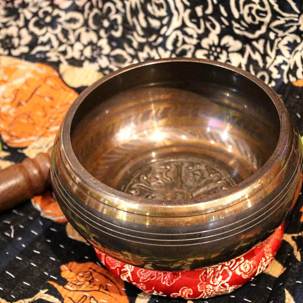 dharmachakra relief singing bowl from nepal