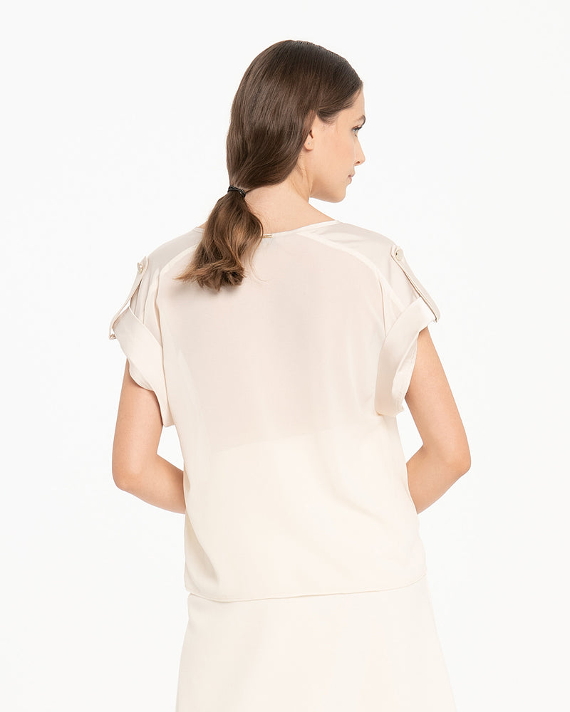 Blusa con inserti in raso e bottone decorativo-CANNELLA